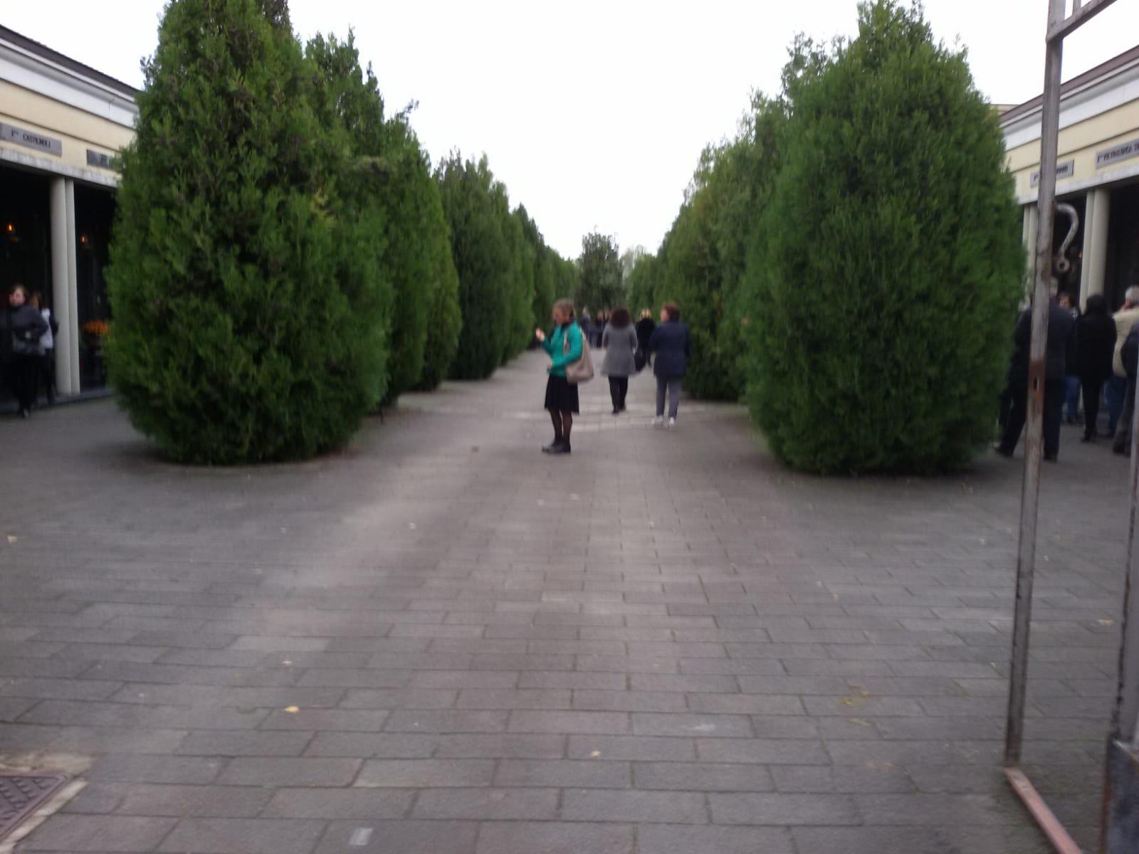 Messa al cimitero (1)