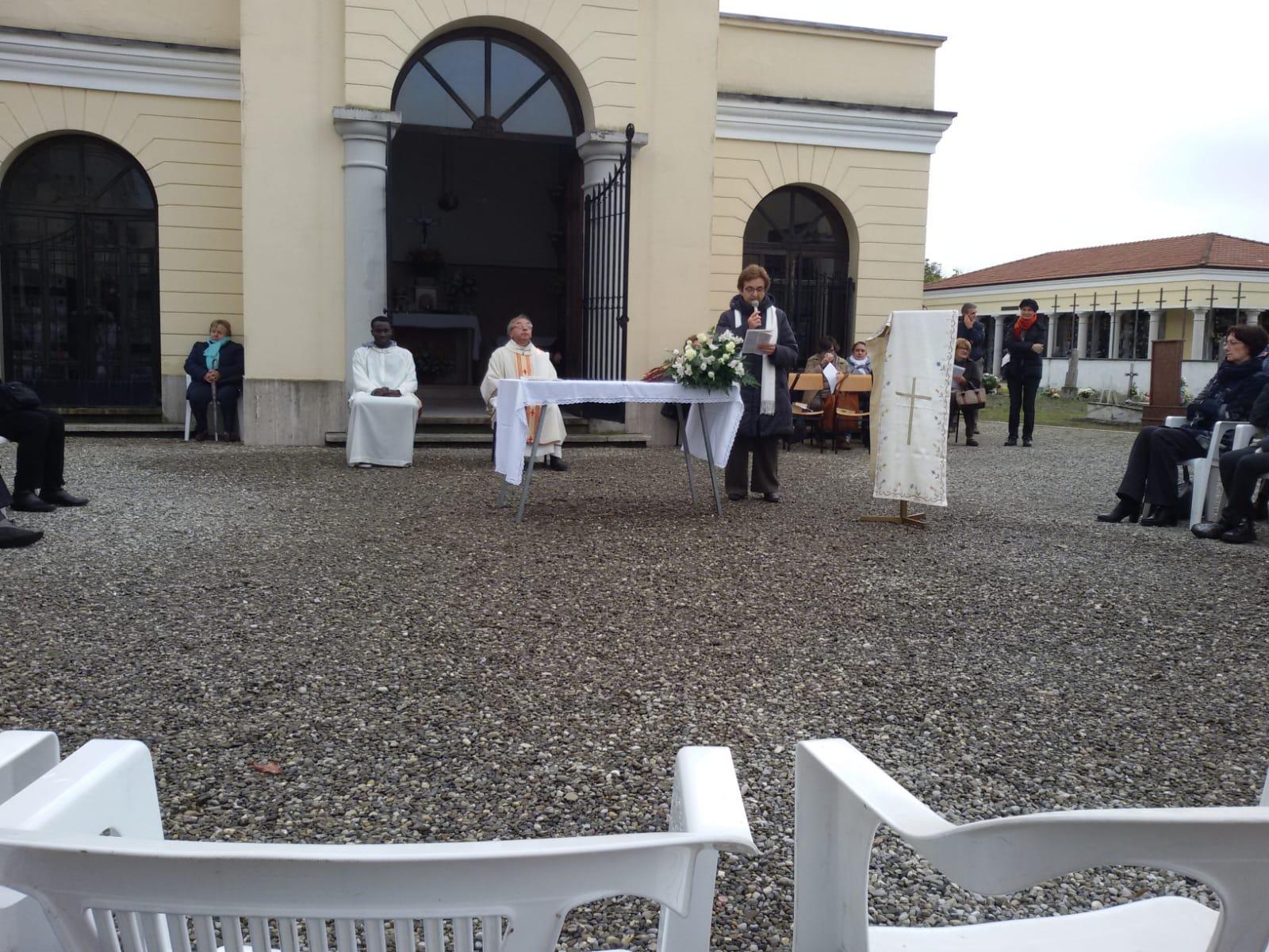 Messa al cimitero (2)