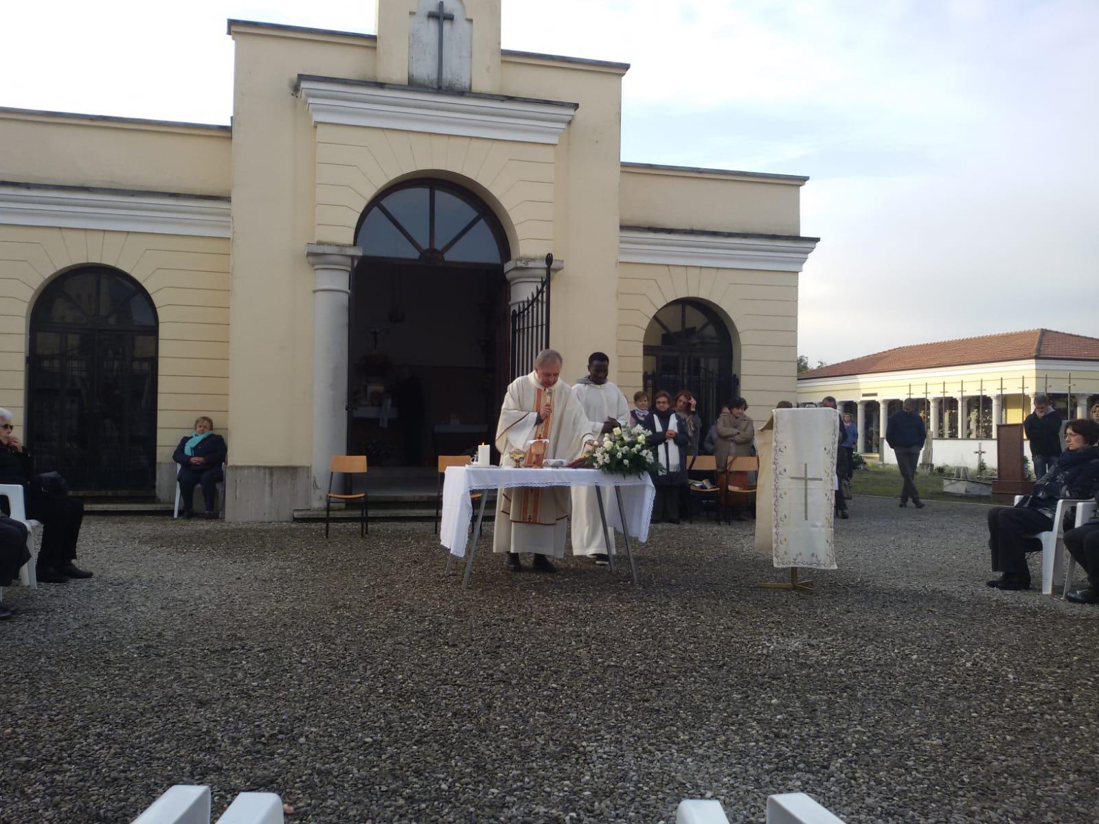 Messa al cimitero (3)