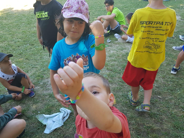 Grest 26 giugno bracciali (12)