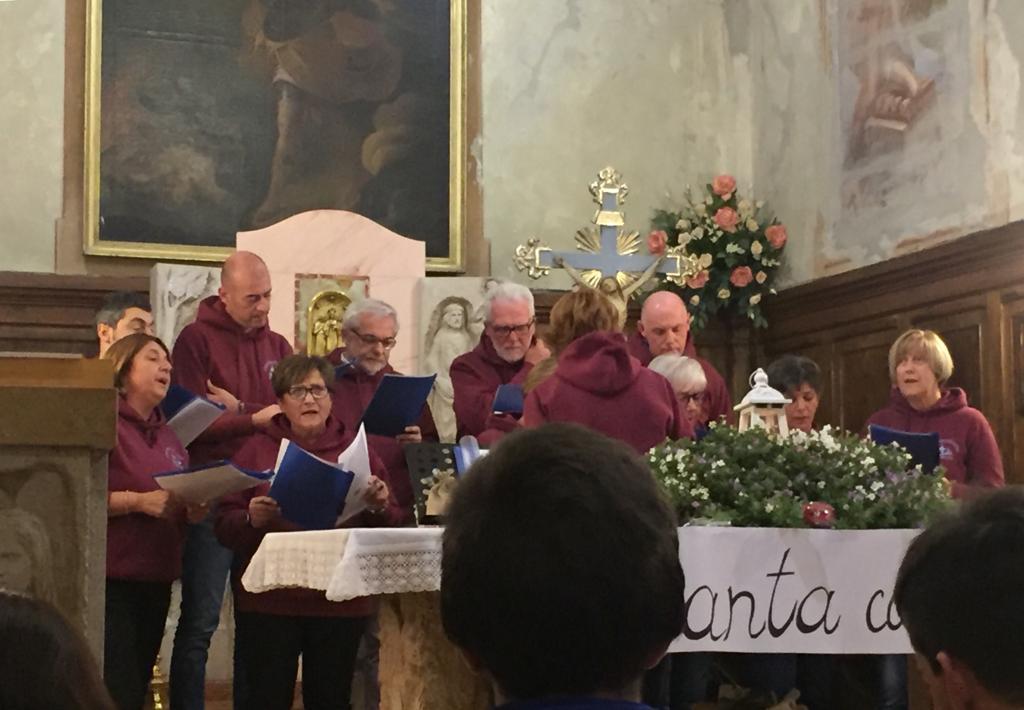 Esibizione Coro Perfetta Letizia Morfasso 2019 (11)