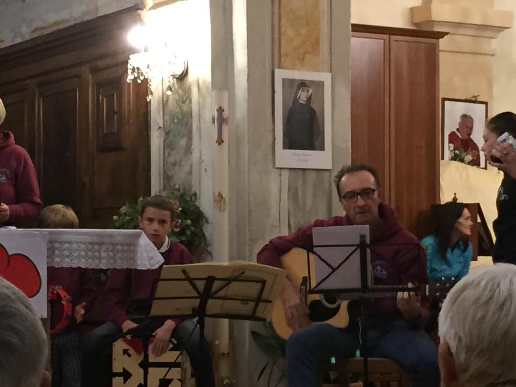 Esibizione Coro Perfetta Letizia Morfasso 2019 (5)