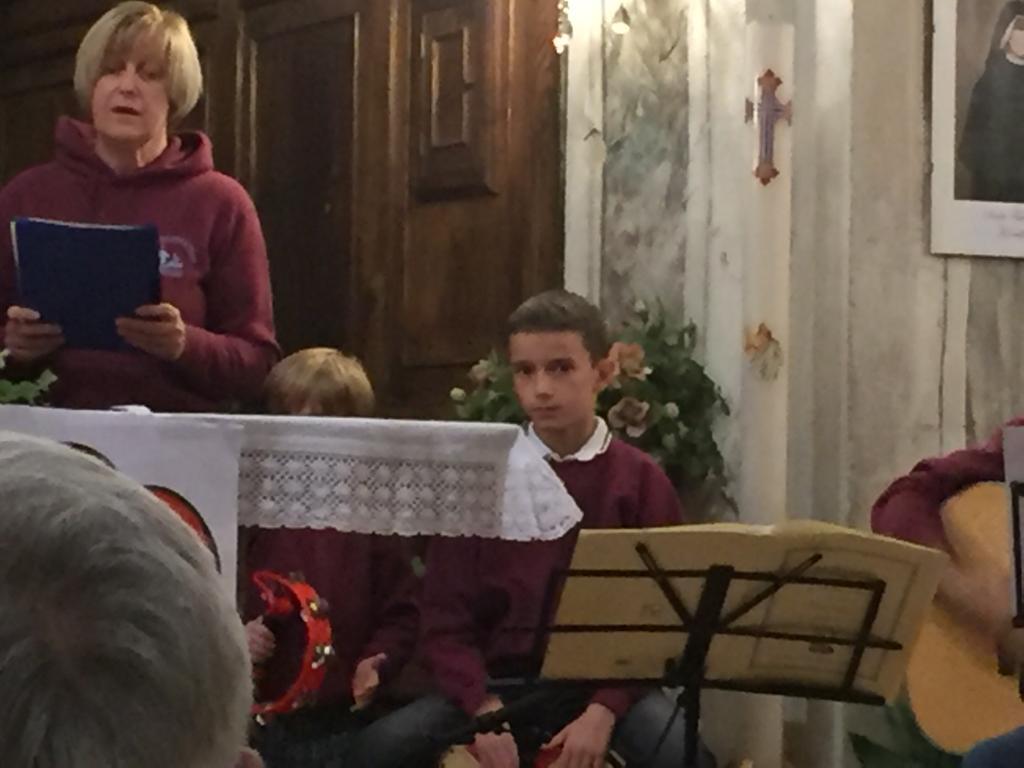 Esibizione Coro Perfetta Letizia Morfasso 2019 (8)