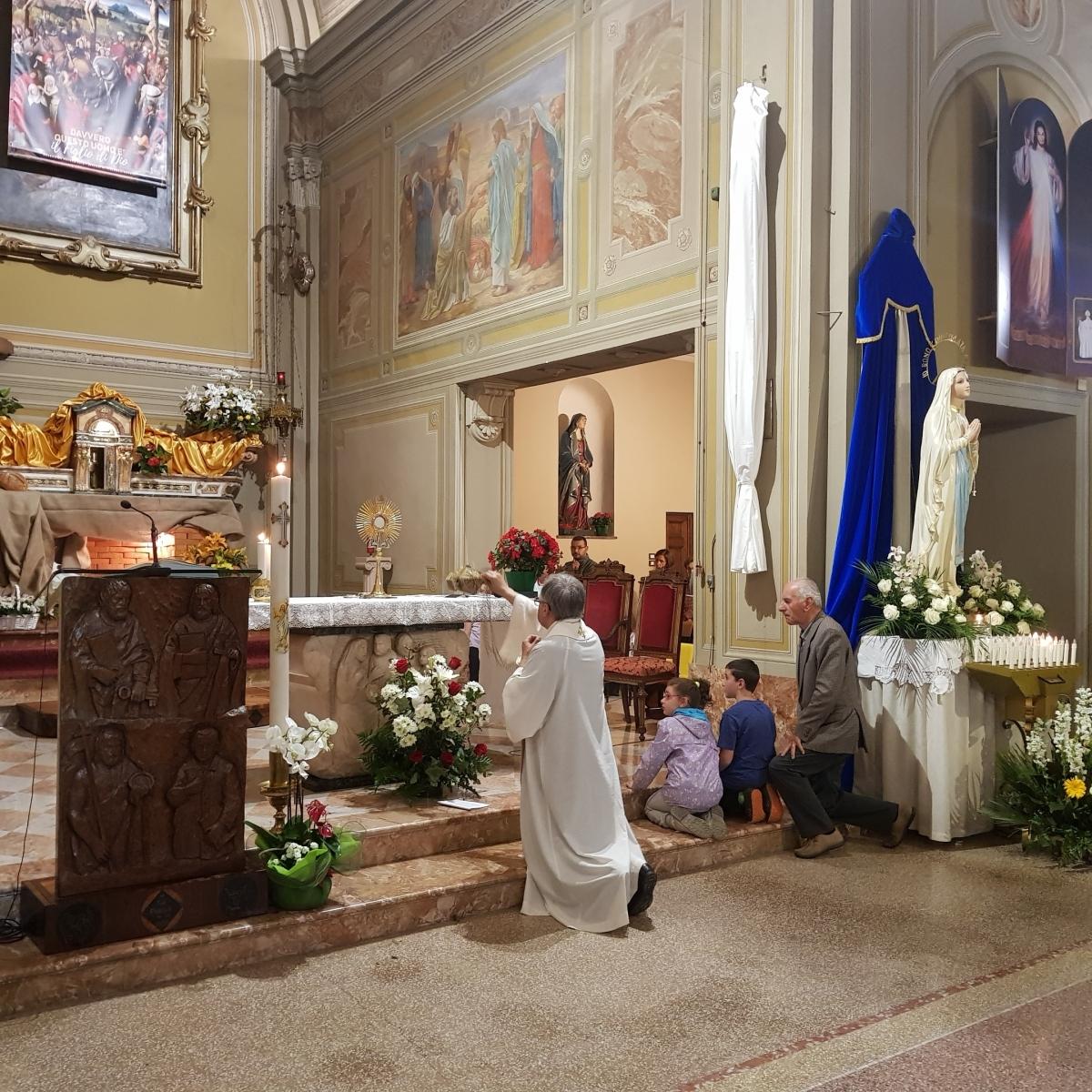 Benedizione eucaristica (2)