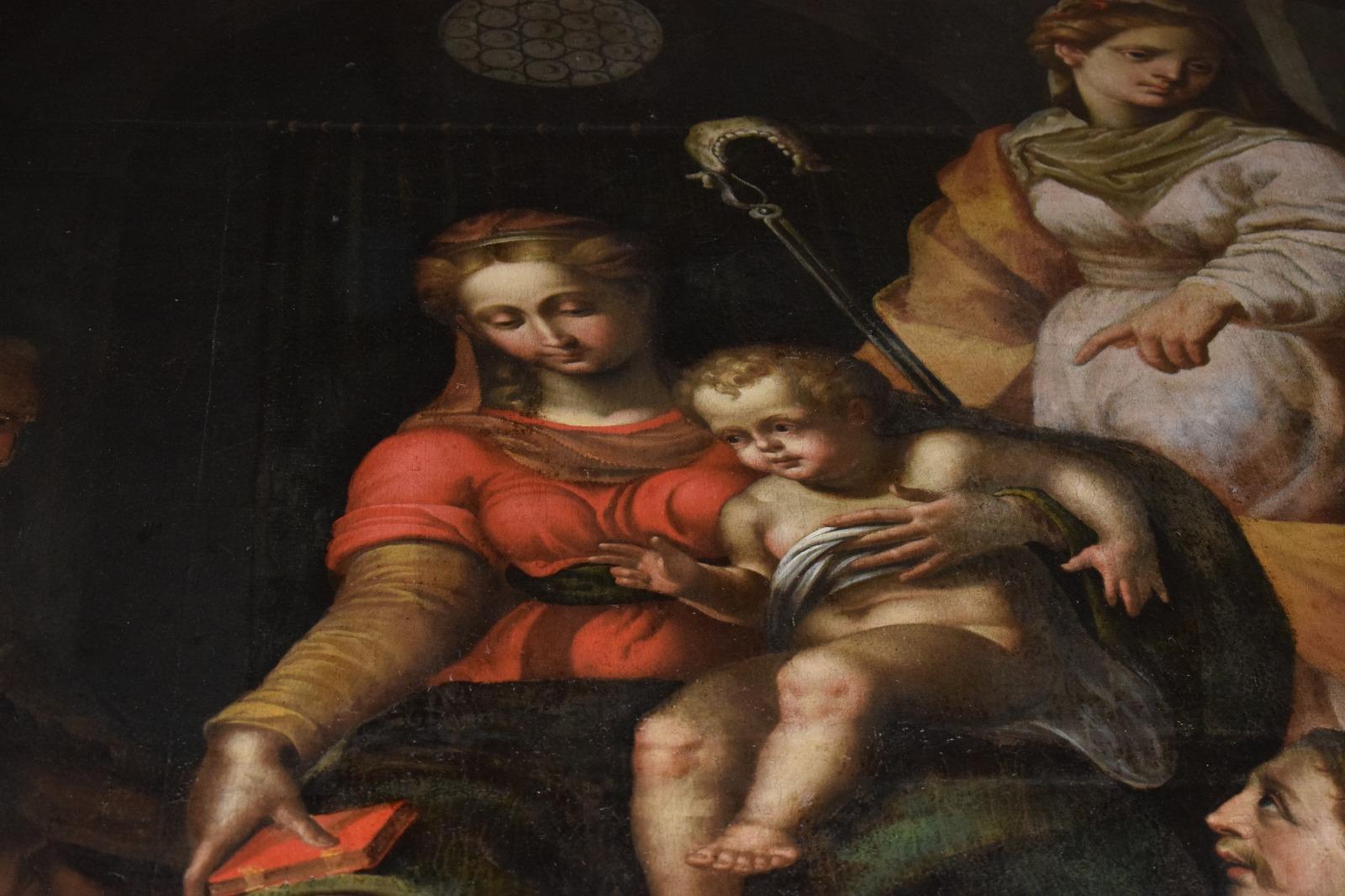Presentazione dipinto Madonna in trono con santi (17)