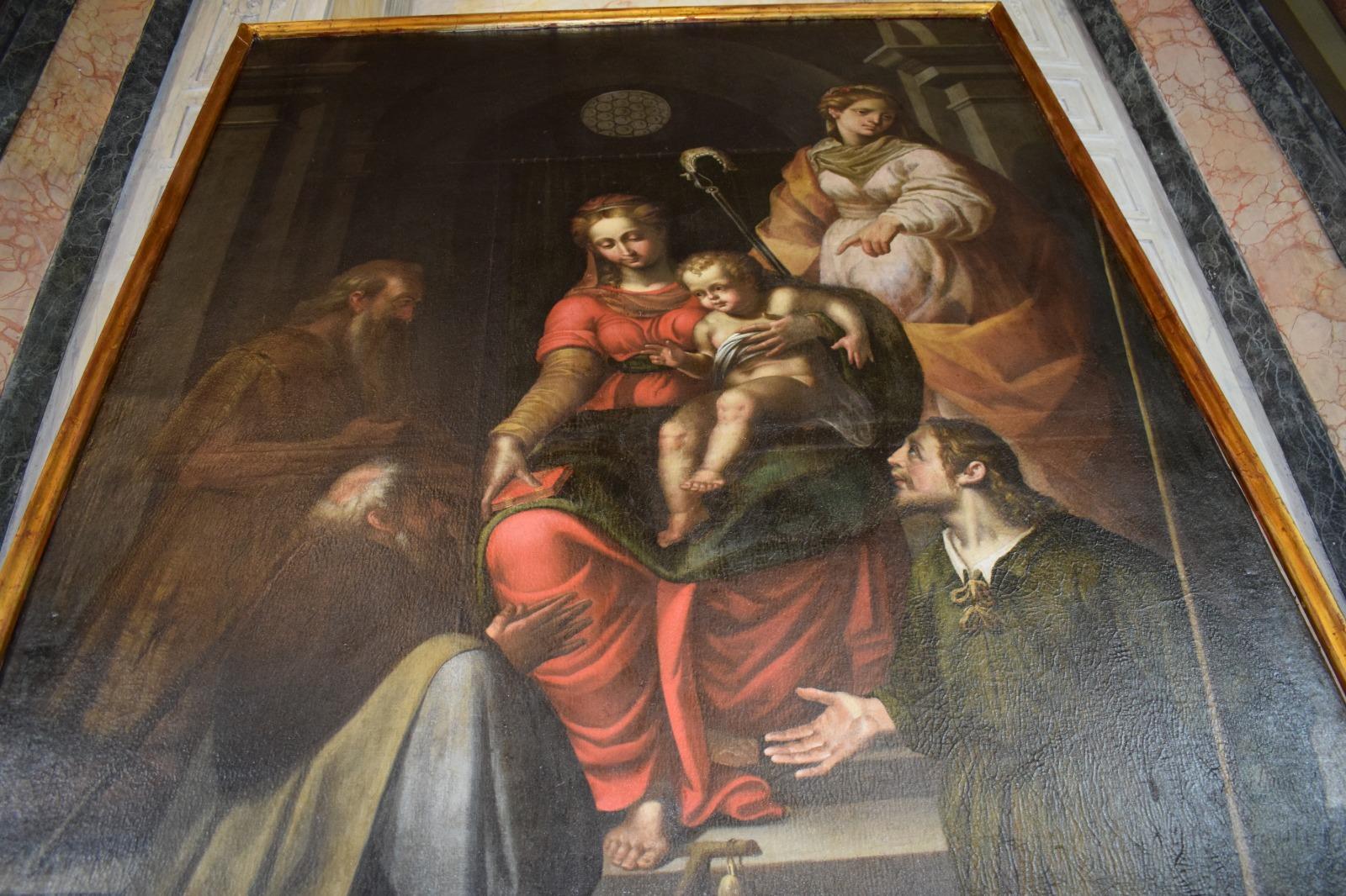 Presentazione dipinto Madonna in trono con santi (21)