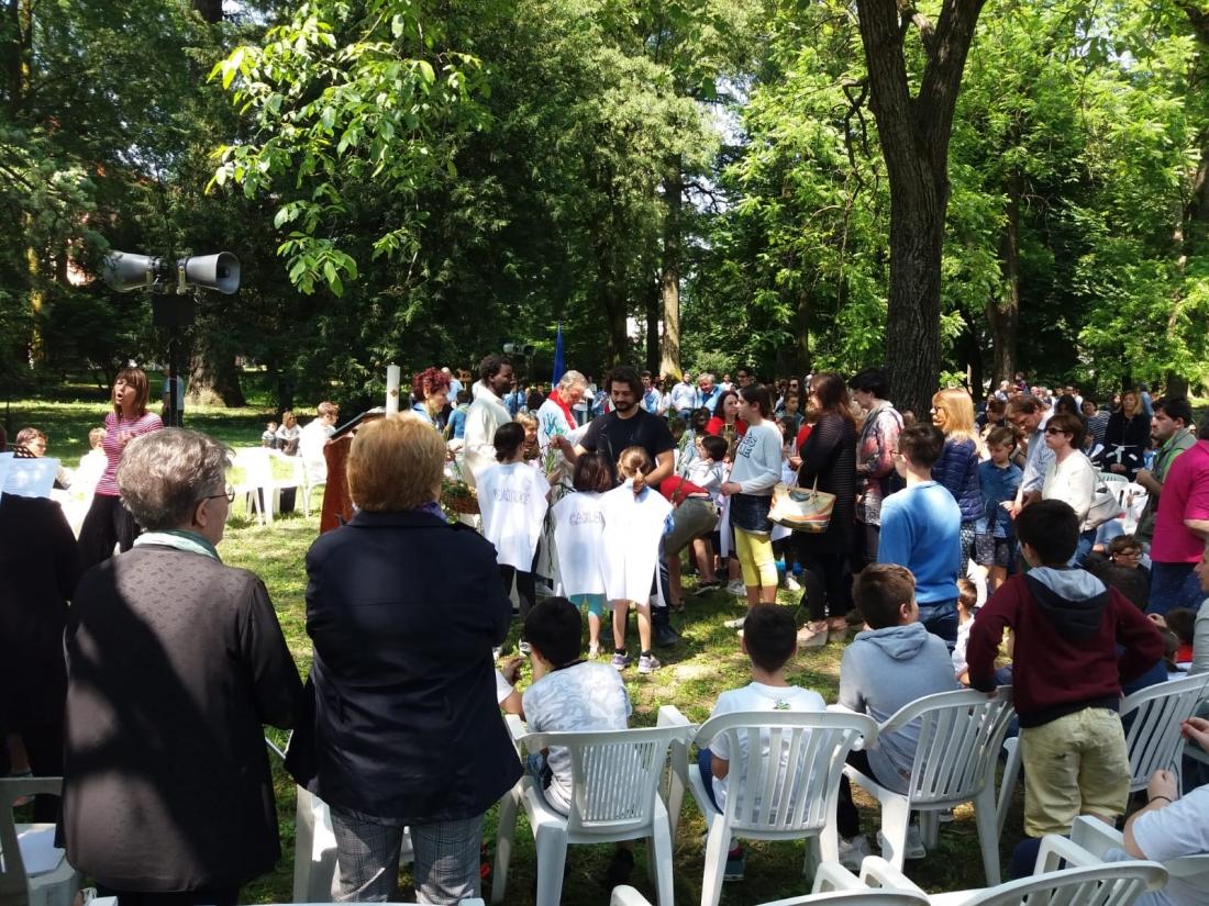 Messa al Parco Raggio Comunione (1)