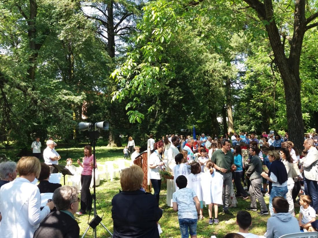 Messa al Parco Raggio Comunione (12)