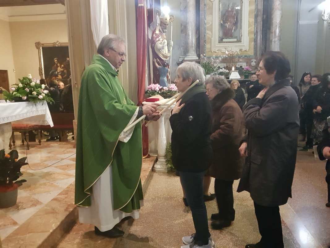 San_Biagio_2018_Benedizione_gola (17)