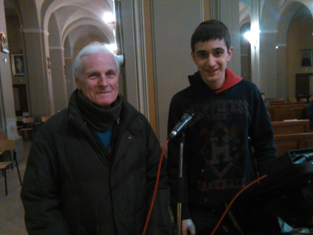 Due dei tecnici volontari che hanno organizzato la diretta: Piero con accanto il giovane Marco.