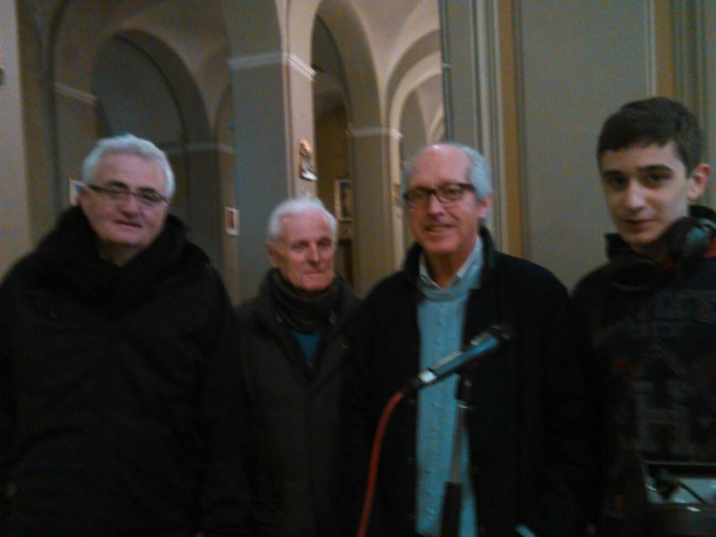 Foto di gruppo dei volontari di Radio Maria. I tecnici del suono Antonio e Claudio insieme a Piero e Marco.