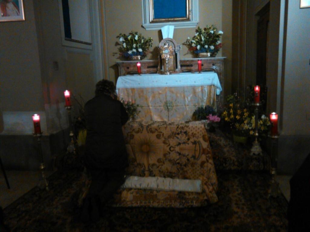 Numerosi sono stati i fedeli che fino alla tarda serata hanno sostato davanti al Santissimo raccolti in devota adorazione.