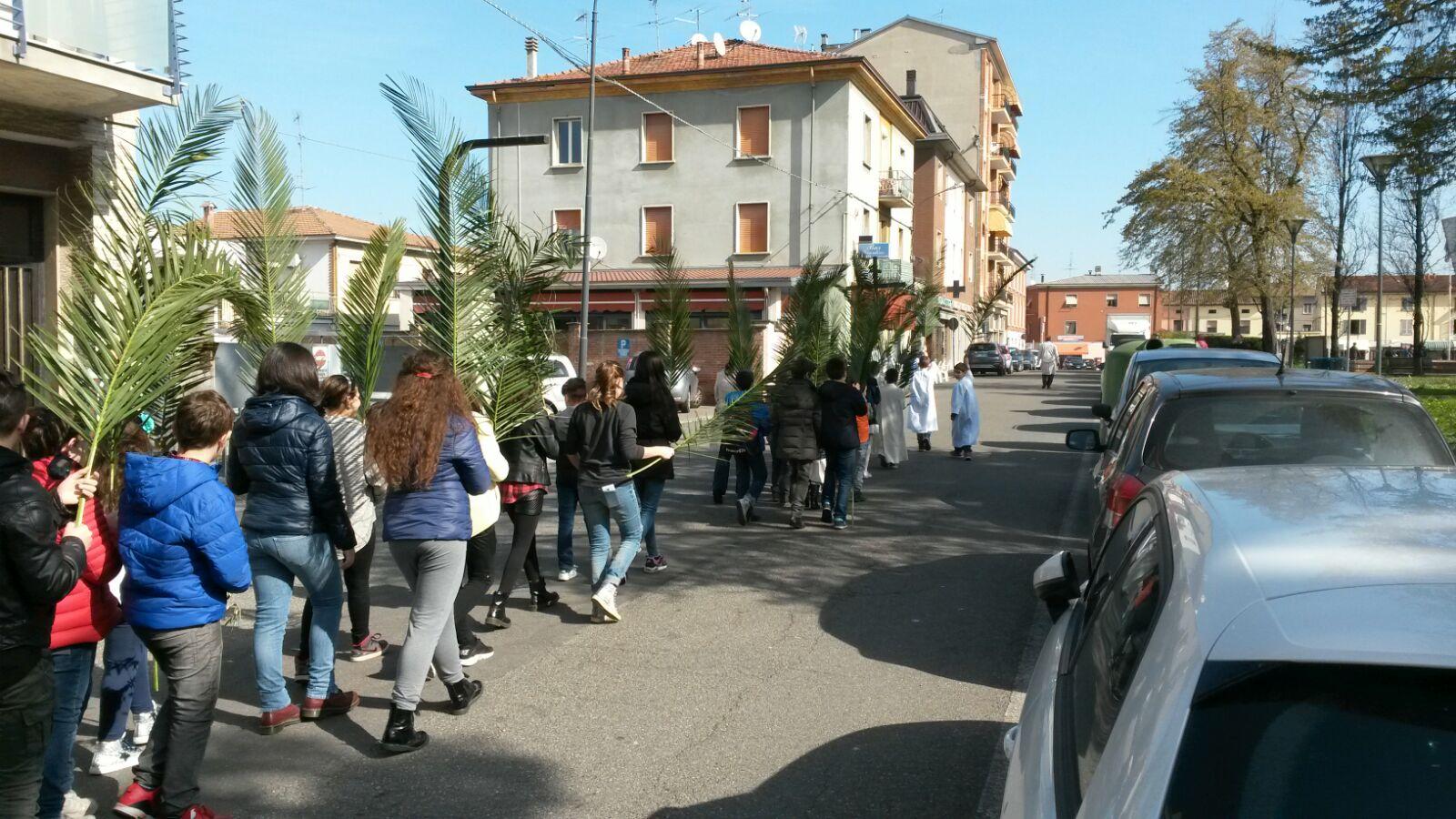 La processione verso la Chiesa.