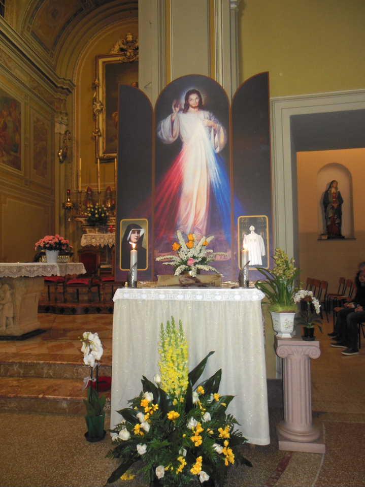 L'artistico trittico, con al centro l'immagine di Gesù misericordioso, donato alla nostra Chiesa da un devoto parrocchiano.