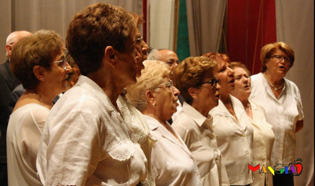 I bravissimi cantori del Coro La Torre che hanno cantato due canti in ricordo della cara amica.